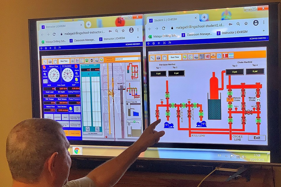 An instructor at Malaga Drilling School teaching IWCF-approved courses using Drilling Systems' cloud-based drilling and well control simulator, iDrillSIM