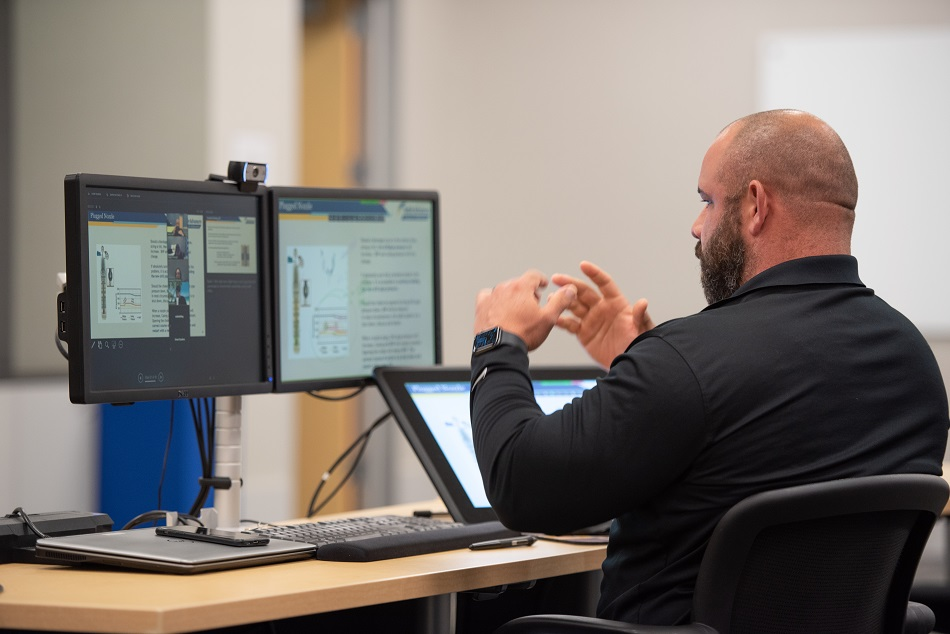Noble instructor teaching personnel remotely on Drilling Systems' drilling and well control simulator software, iDrillSIM